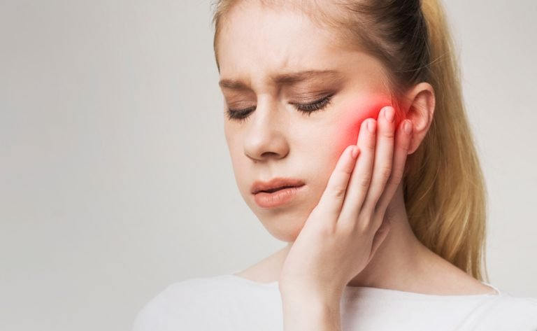 a woman experiencing jaw pain